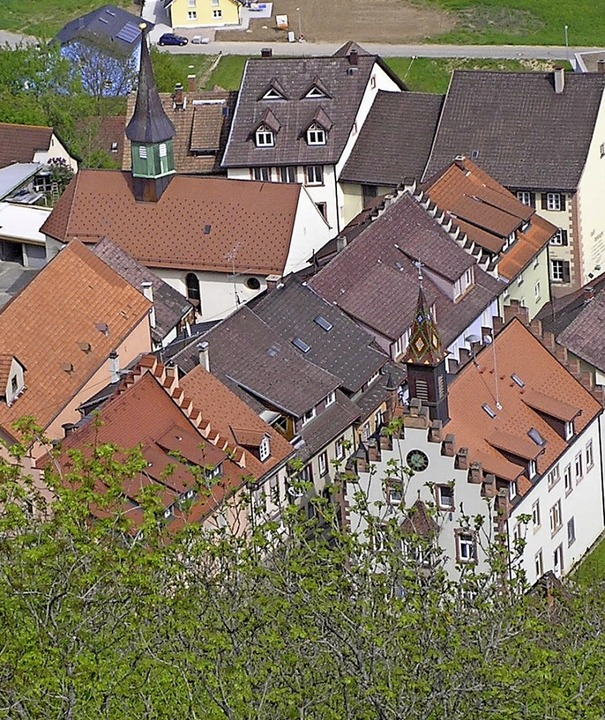 Nur noch sieben Gebäude der Stühlinger... der restlichen Umgebungsbebauung ab.   | Foto: Edelgard Bernauer
