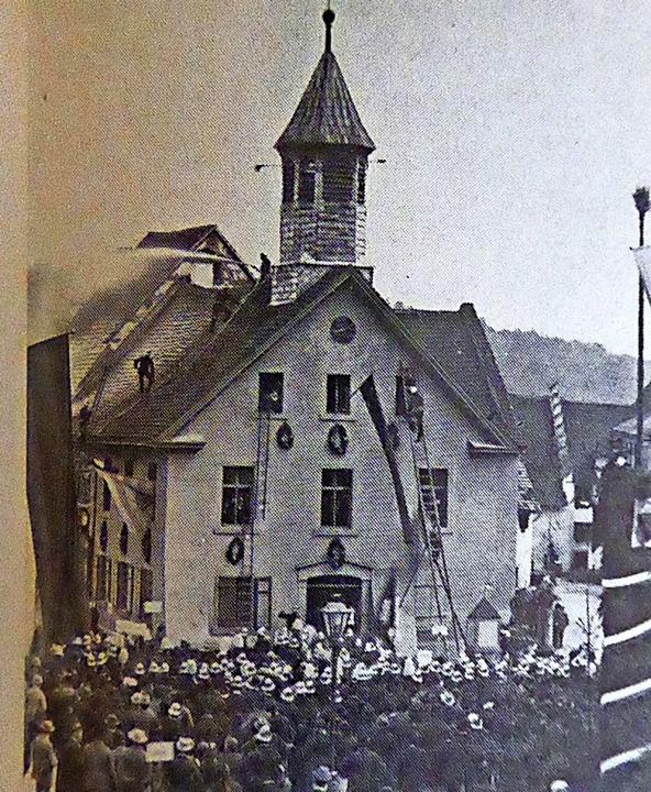 Das Stühlinger Rathaus vor dem Brand 1...ammt aus Gustav Häuslers Stadtchronik.  | Foto:  Edelgard Bernauer