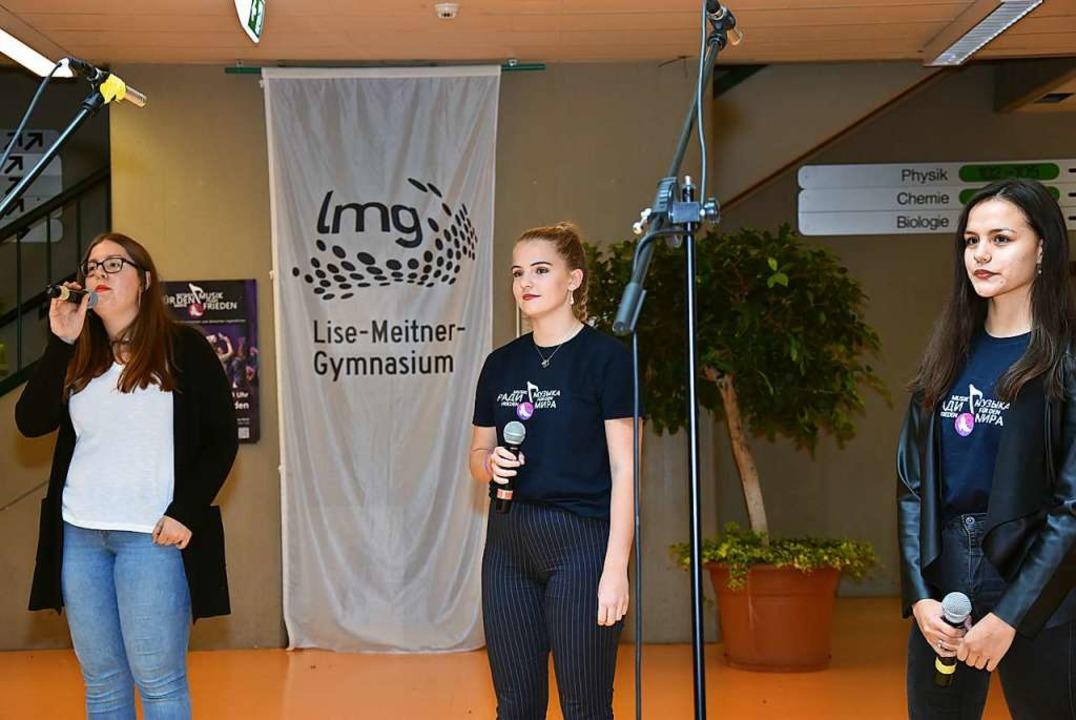 Der Auftritt der Sängerinnen Emma Glie...Kowatzki und Enna Fosseler (von links)  | Foto: Heinz und Monika Vollmar