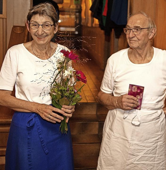 Das Wirte-Ehepaar Ulla und Horst Amann... für die jahrelange Gastfreundschaft.   | Foto: Wolfgang Scheu