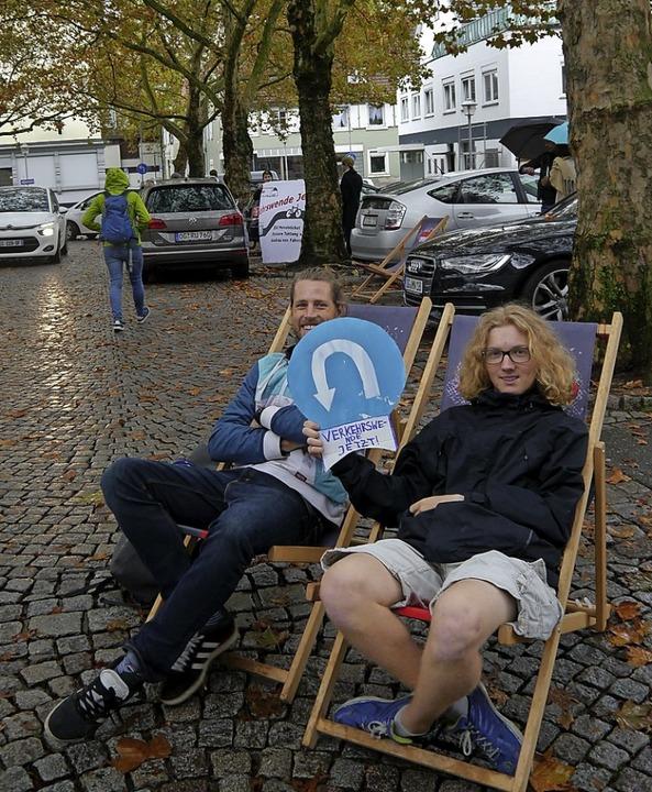 Bitte wenden bei der Verkehrspolitik: ... Klimabündnisses besetzten Parkplätze.    Foto: Heidi Ast