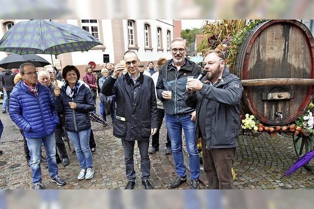 Gäste trotzen dem Regen