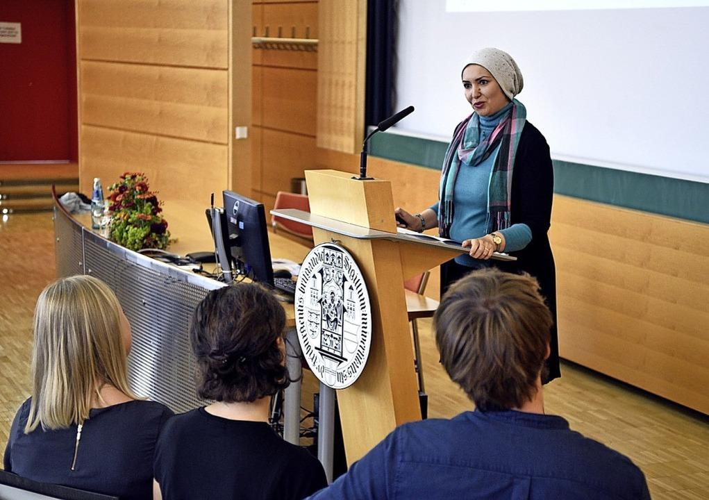 Louma Kalie vom Lehrstuhl für Pharmaze...e und Biopharmazie bei ihrem Vortrag.   | Foto: Thomas Kunz