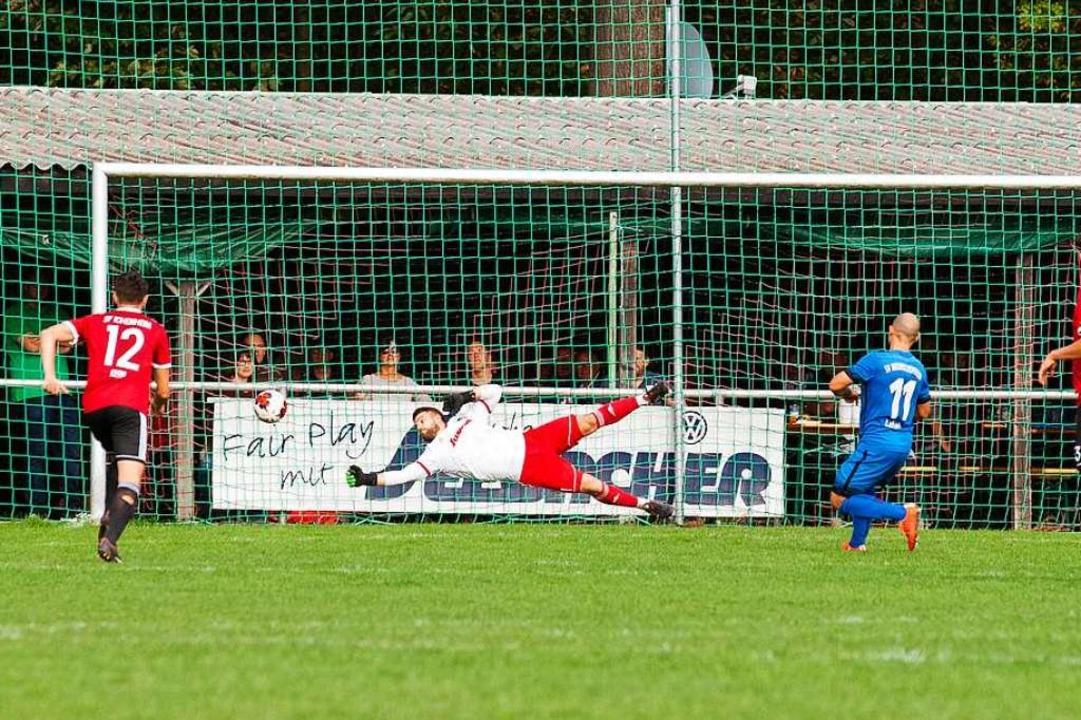 Dieses war der erste Streich: Niedersc... zum 1:1, das erste  seiner drei Tore.  | Foto: Alexandra Buss