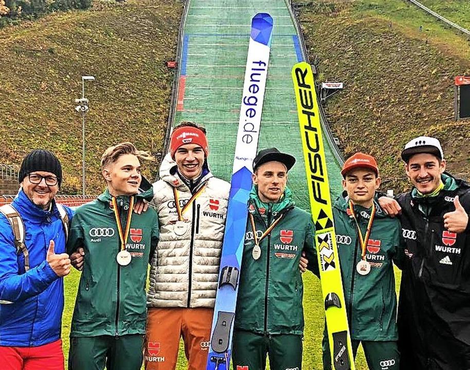 Die Trainer Rolf Schilli (links) und A... in Klingenthal Team-Silber gewannen.     Foto: Rolf Schilli