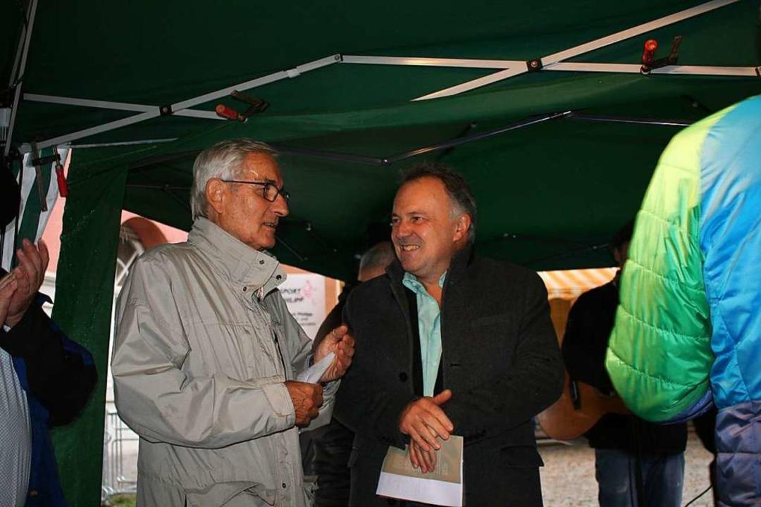 Im Gespräch:  Uwe Gerber (links) vom V... Grünen-Landtagsabgeordnete Josha Frey  | Foto: jung-Knoblich