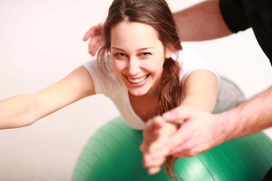 Gymnastikgruppen stärken nicht nur die...latur, sondern auch das Betriebsklima.  | Foto: Peter Atkins - stock.adobe.com