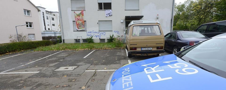 Unbekannte besetzen früheres Polizeigebäude an der Fehrenbachallee
