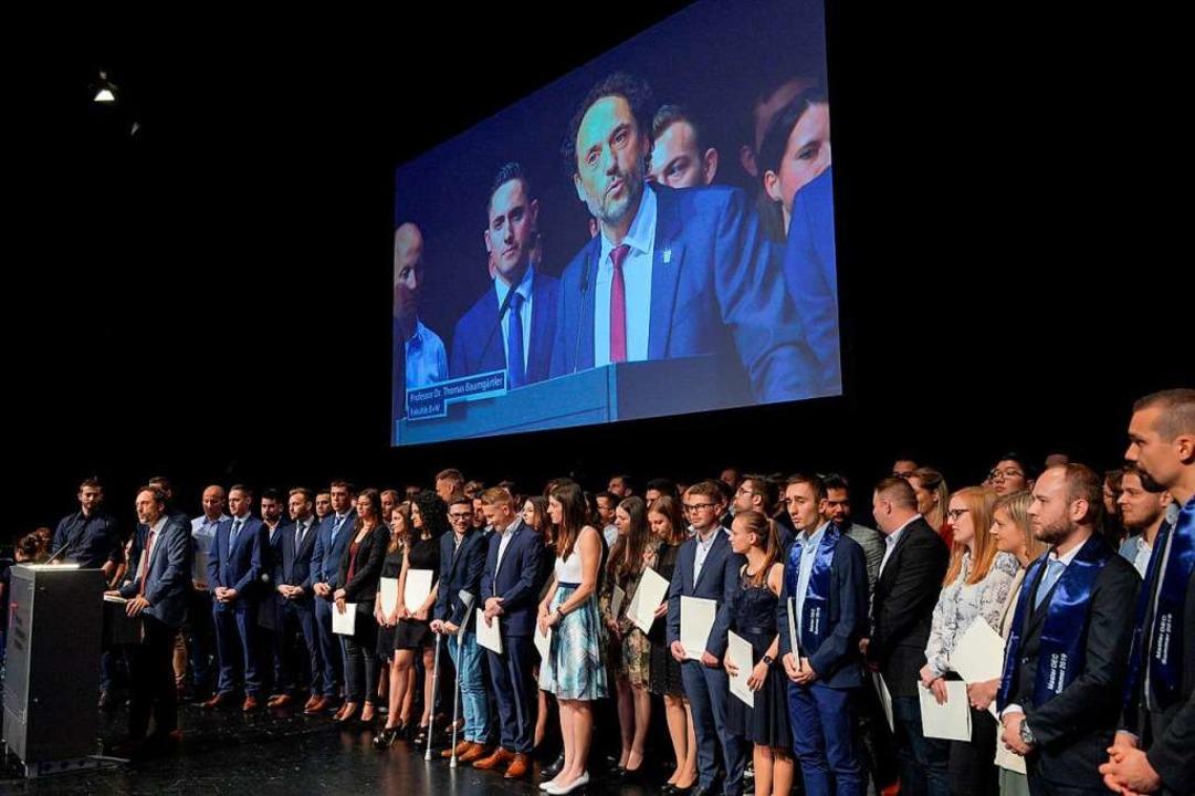 529 Studierende wurden verabschiedet, ...tschaft und Wirtschaftsingenieurwesen.  | Foto: Martina Wagner