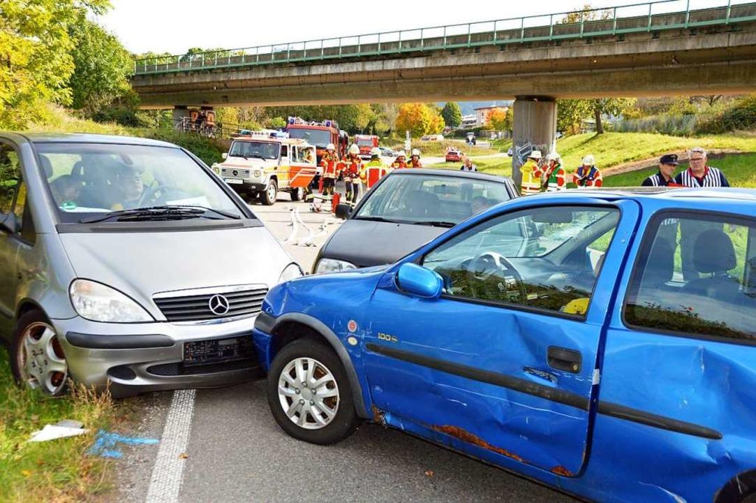 Die Freiwillige Feuerwehr Kirchzarten ... Menschenrettung bei Verkehrsunfällen.  | Foto: Gerhard Lück