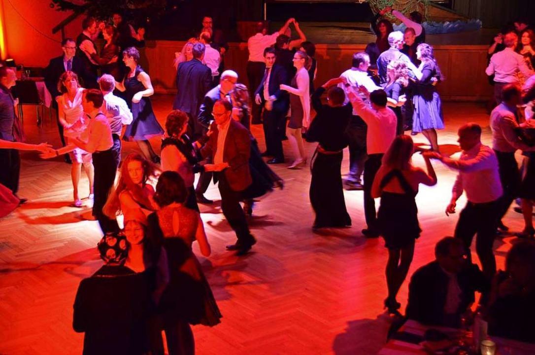 In der Festhalle Kollnau findet am Woc...l auch Zeit sein für allgemeinen Tanz.  | Foto: Sylvia Sredniawa