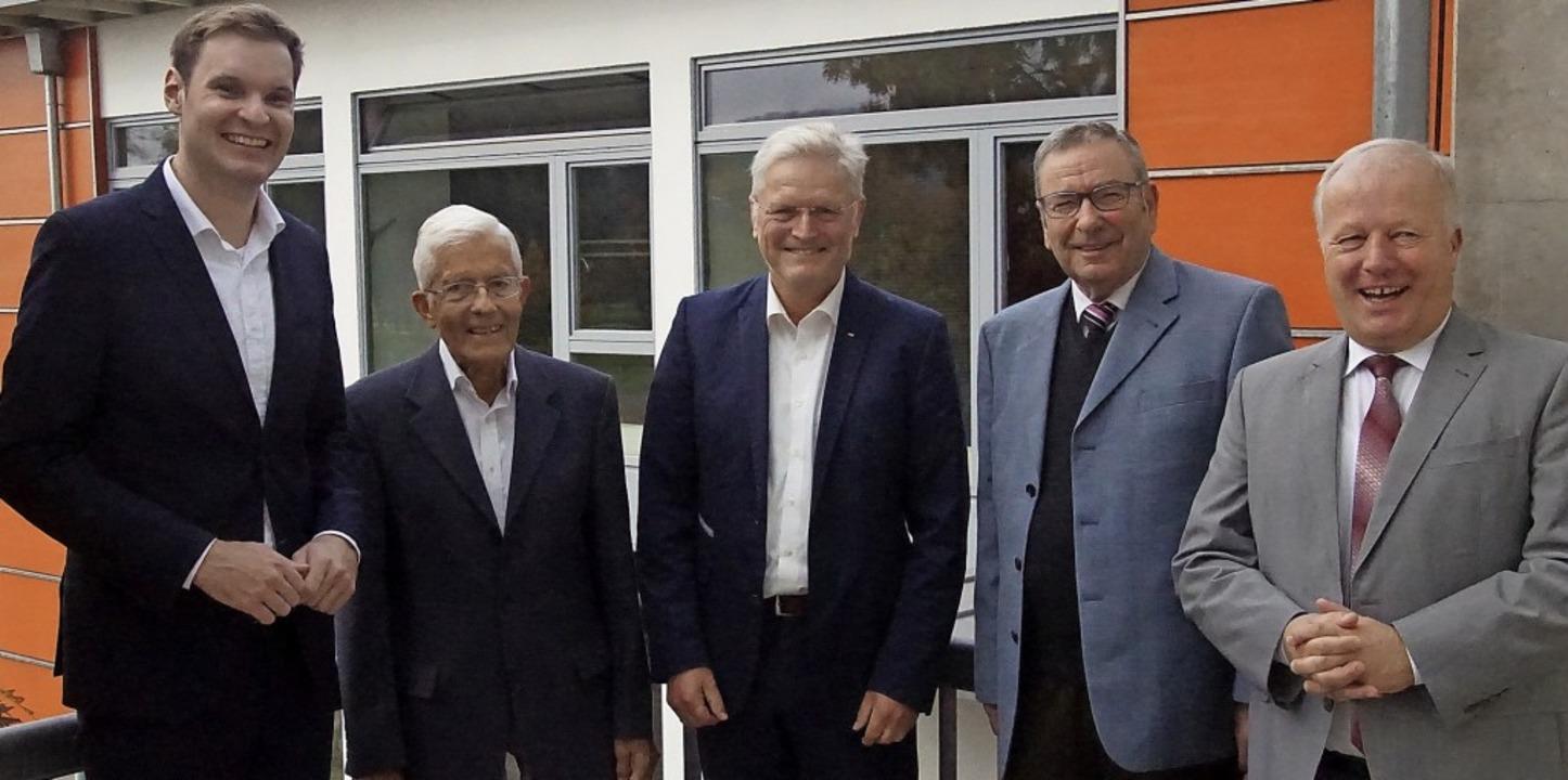 Kreisvorsitzender Yannick Bury (von li...B Peter Weiß für 60 Jahre in der CDU.   | Foto: Ilona Huege