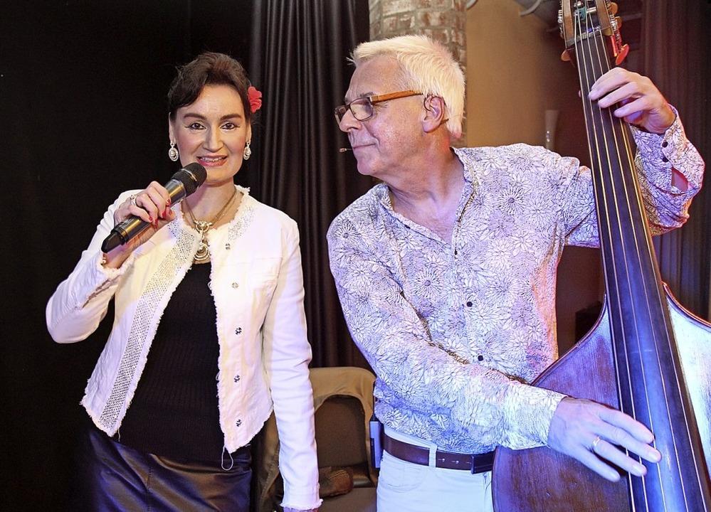 Duo Musica Grande:  Sängerin Suzanne N...röschel beim Auftritt in der CineMaja.  | Foto: Dagmar Barber