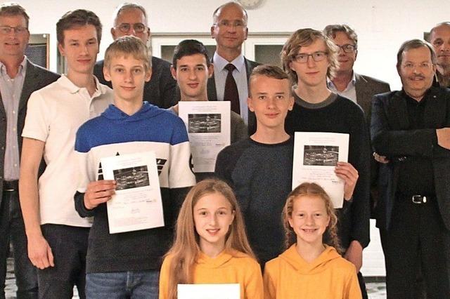 Rotary Club belohnt junge Forscher