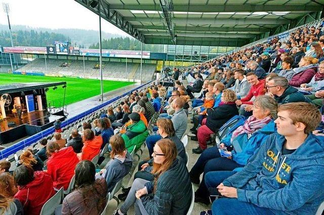 Uni Freiburg begrüßt 3500 Erstsemester im SC Stadion