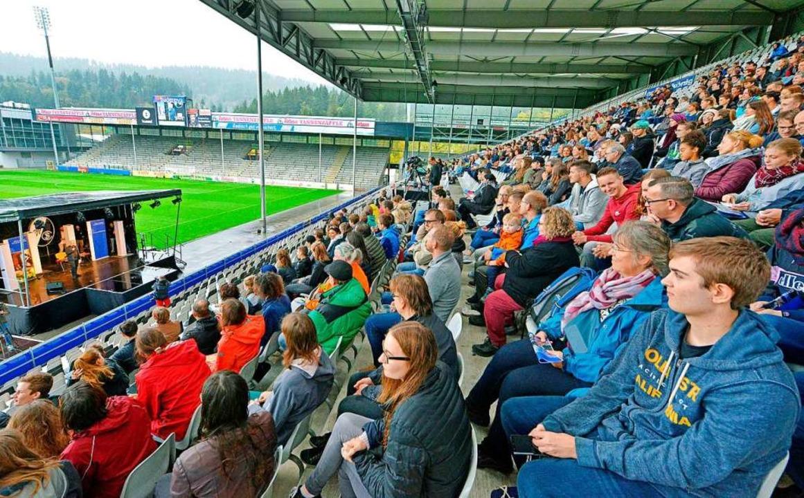 Im Schwarzwaldstadion wurden die &#822...te Semester, andere machen den Master.    Foto: Michael Bamberger