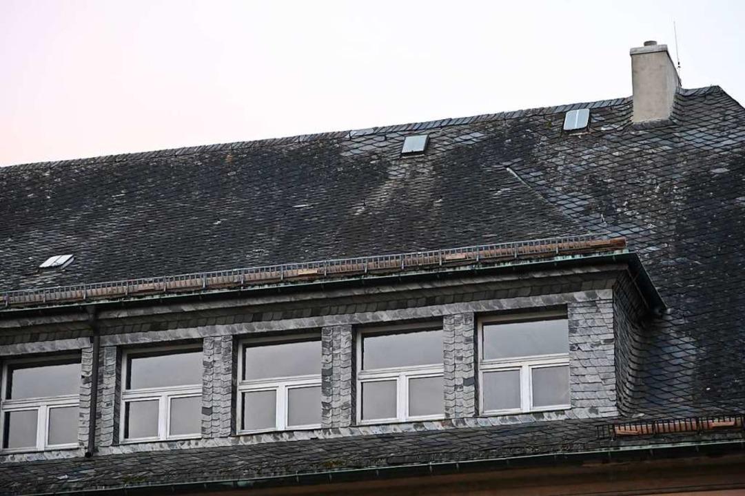 Das Dach der Schule ist marode    Foto: Jonas Hirt