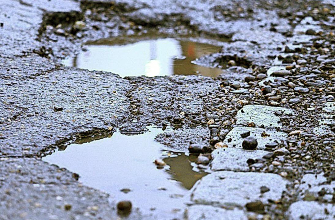 Schlaglöcher sind eine Gefahr für Autofahrer.    Foto: Susanne Gilg