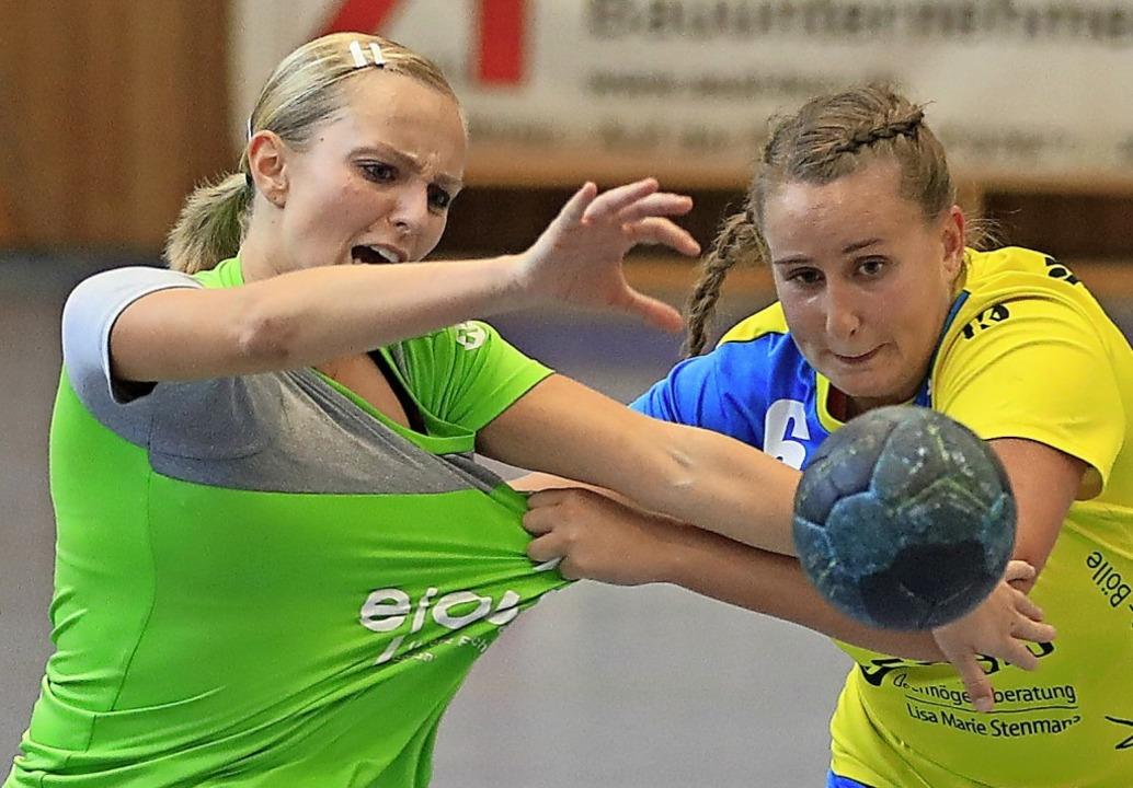 Da half auch kein Zerren: Celina Oster...in der ersten Hälfte nicht zu stoppen.  | Foto: Niklas Schöchlin