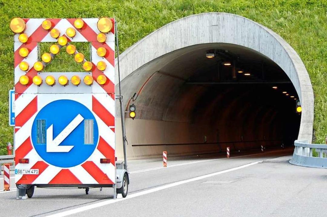 Der Nollinger Bergtunnel ist am Dienst...rrt – wie auf diesem Archivbild.  | Foto: Ingrid Böhm-Jacob