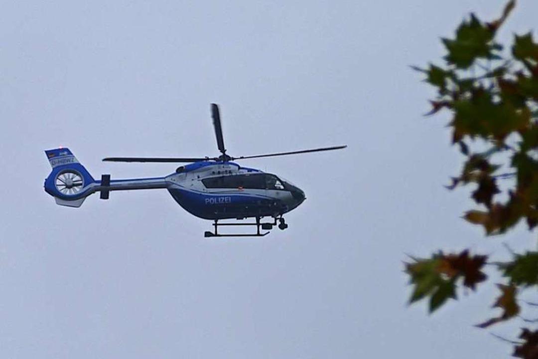 Polizeihubschrauber über der Offenburger Oststadt  | Foto: Helmut Seller