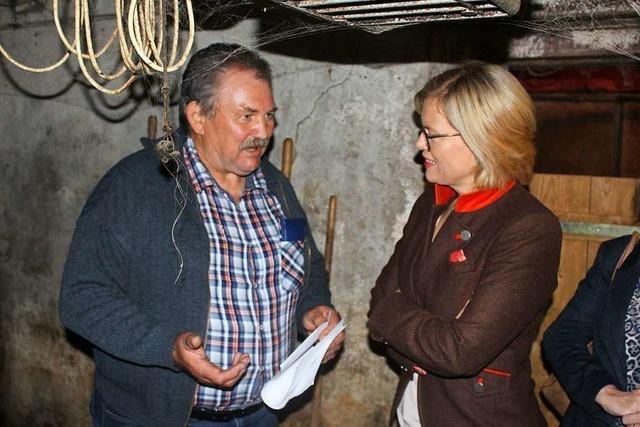 Ministerin Julia Klöckner besucht Bauern in Adelsberg und weckt leise Hoffnungen