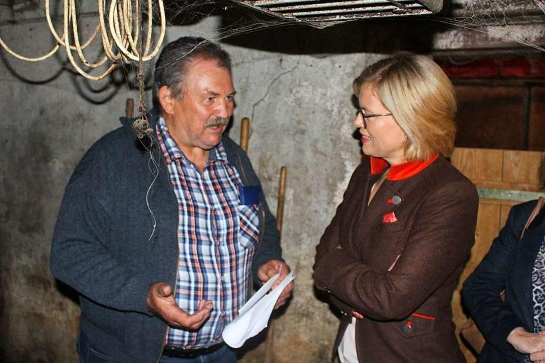 Bundeslandwirtschaftsministerin Julia ...ebenerwerbslandwirt Fridolin Kummerer.  | Foto: Martin Klabund