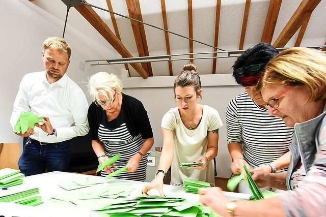 Zur Auszählung in Munzingen kam sogar Oberbürgermeister Martin Horn