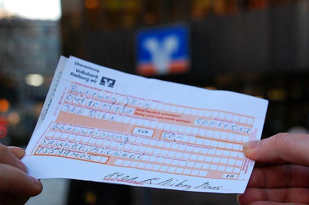 Unbekannte hatten eine Überweisung des TC Munzingen gefälscht (Symbolbild).  | Foto: Michael Saurer