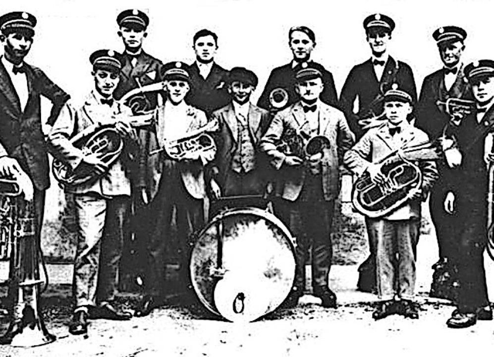 1929 gründeten diese Männer mit Pauke ...ompeten den Musikverein Allmannsweier.  | Foto: Musikverein