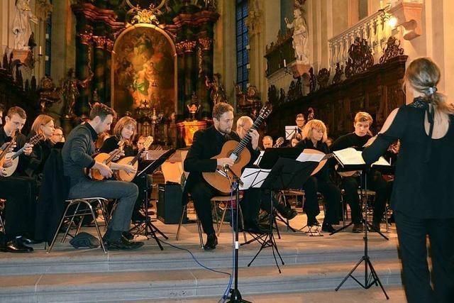 Alle Kraft für den perfekten Klang: Stars und Vereine musizieren zusammen