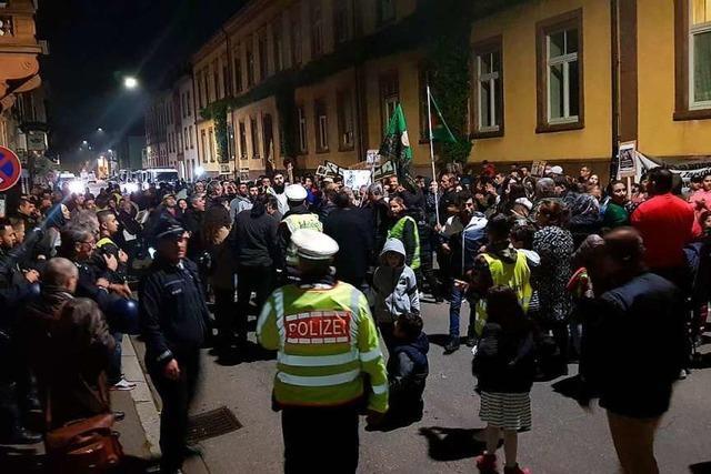 Kurden demonstrieren friedlich in der Stadt gegen Politik Erdogans