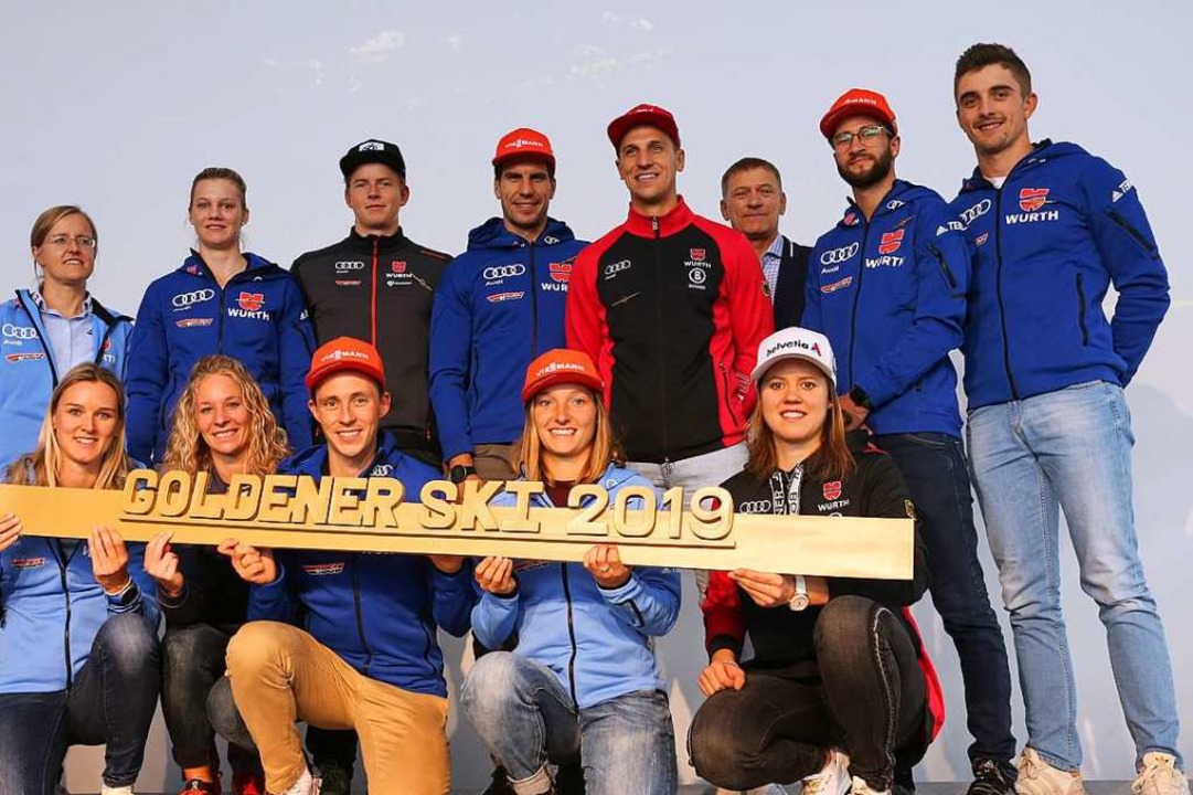 Gewinner des Goldenen Skis: (vorne v. ...ler (Skisprung) und  Janosch Brugger.   | Foto: Karl-Josef Hildenbrand (dpa)