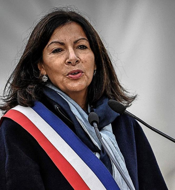 Die Bürgermeisterin  Anne Hidalgo bei einer Rede     Foto: STEPHANE DE SAKUTIN (AFP)