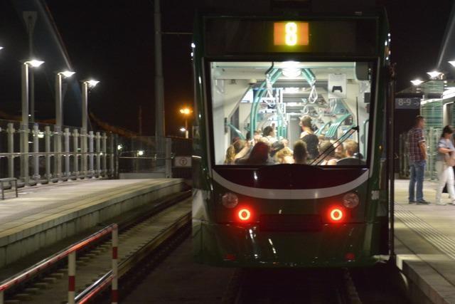 Straßenbahn erfasst Fußgängerin – Frau erliegt Verletzungen