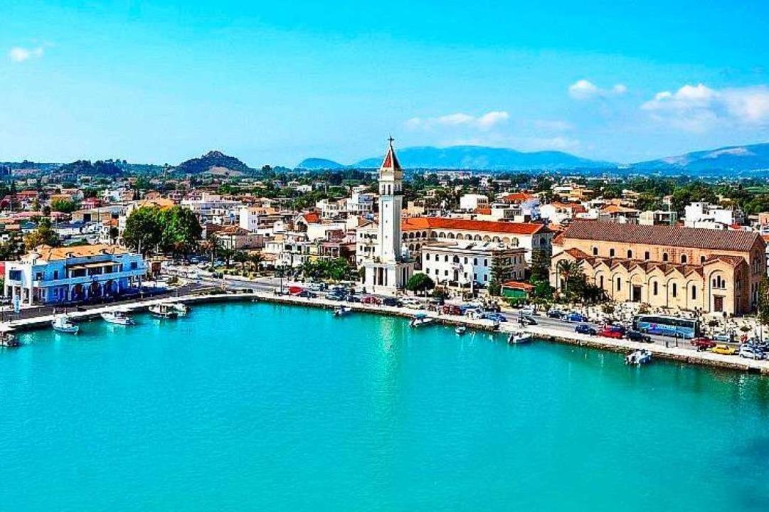 Malerisch liegt Zakynthos am Hafen. Di... Hauptort ist eines der Ausflugsziele.  | Foto: mundo Reisen GmbH & Co. KG
