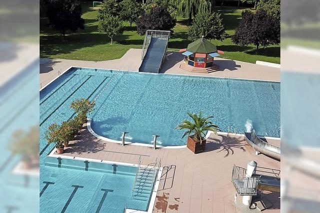 Sonniges Schwimmbadwetter lässt den Wasserverbrauch der Gemeinde Bötzingen in die Höhe schnellen