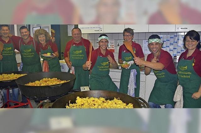 250 Kilogramm Kartoffeln kommen in die Pfanne