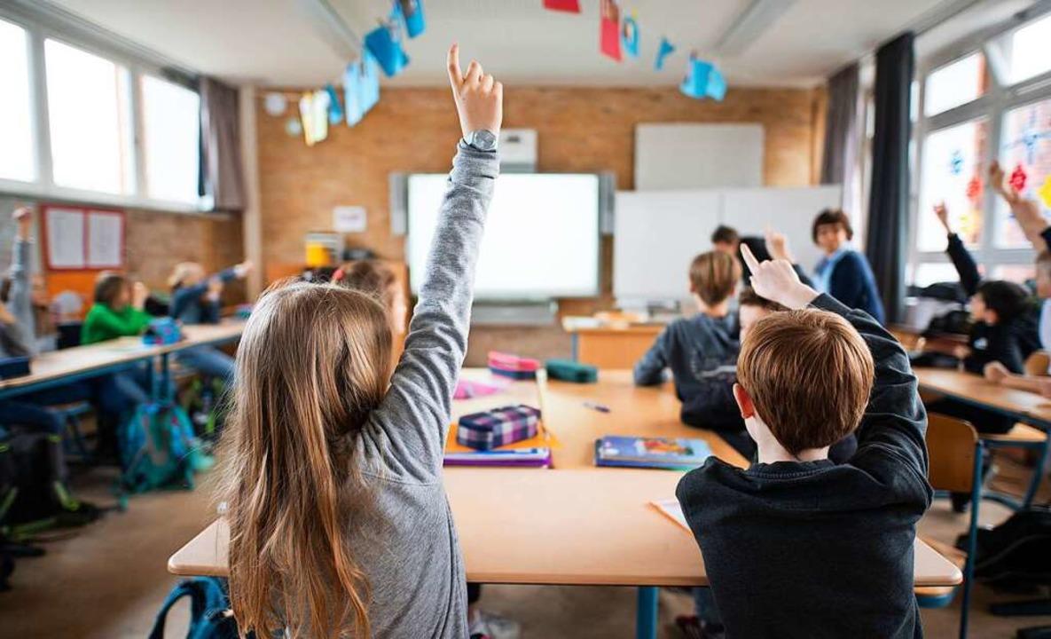 Der Arbeitsplatz der Kinder und Jugendlichen: die Schule.  | Foto: Daniel Reinhardt (dpa)