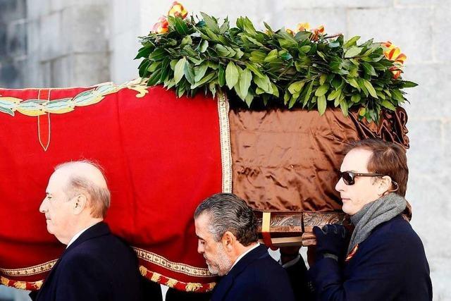Diktator Franco unter Protesten aus dem Grab geholt