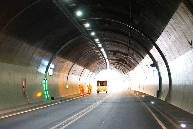 77-Jähriger radelt auf der Schnellstraße und durch den Hugenwaldtunnel