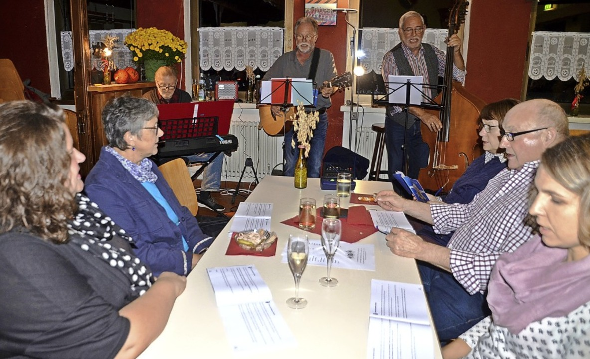 Volksliedersingen mit instrumentaler Begleitung zugunsten der Kirchturmsanierung    Foto: Roland Vitt