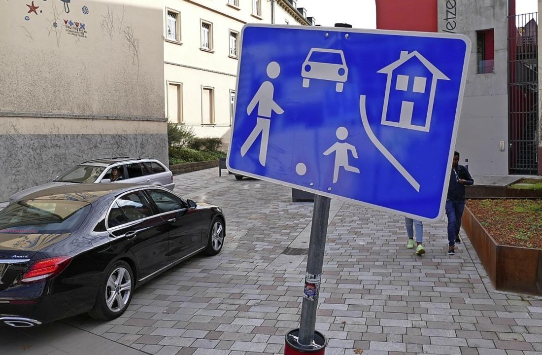 Schrittgeschwindigkeit gilt in der neu...st. Viele Autofahrer ignorieren dies.   | Foto: Helmut Seller
