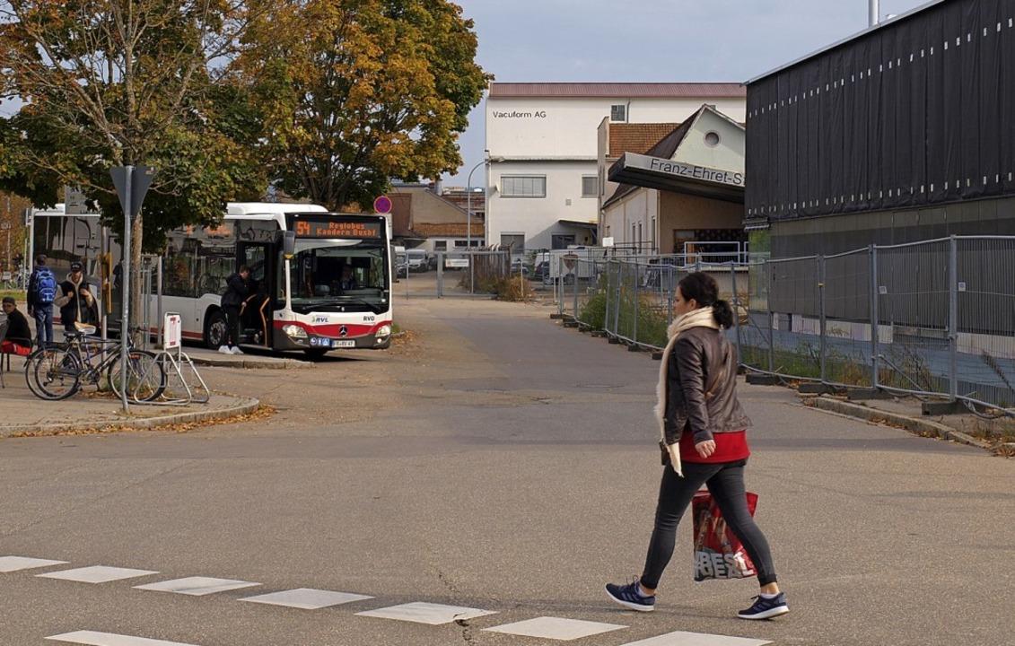 Busfahrgäste aufgepasst: Mehrere Linie...b, sondern bei der Schöpflin-Stiftung.  | Foto: Paul Schleer
