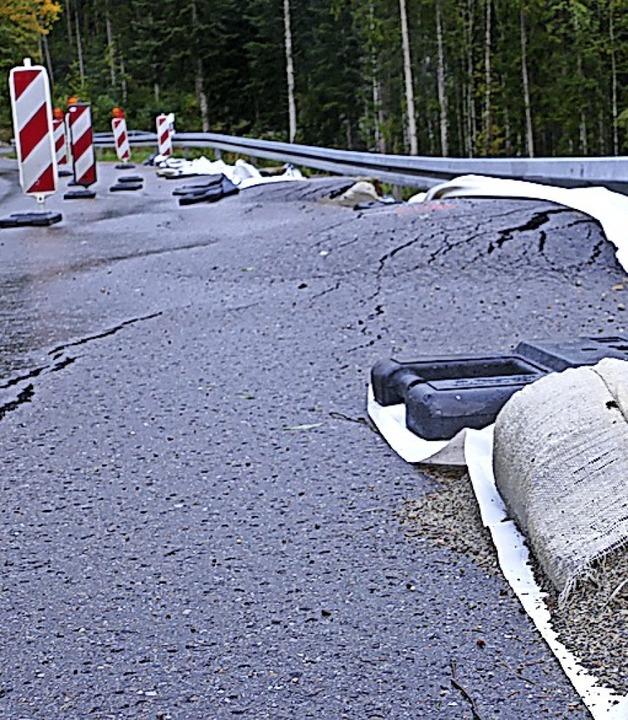 Auf 50 Meter sind Schäden entstanden: ...cks der L170 bei Boll als erfolgreich.  | Foto: Stefan Limberger-Andris