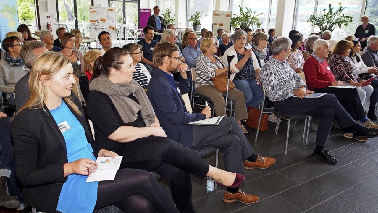 Über 60  Teilnehmer trafen sich zum er...en und die Umsetzbarkeit diskutierten.    Foto: Boris Burkhardt