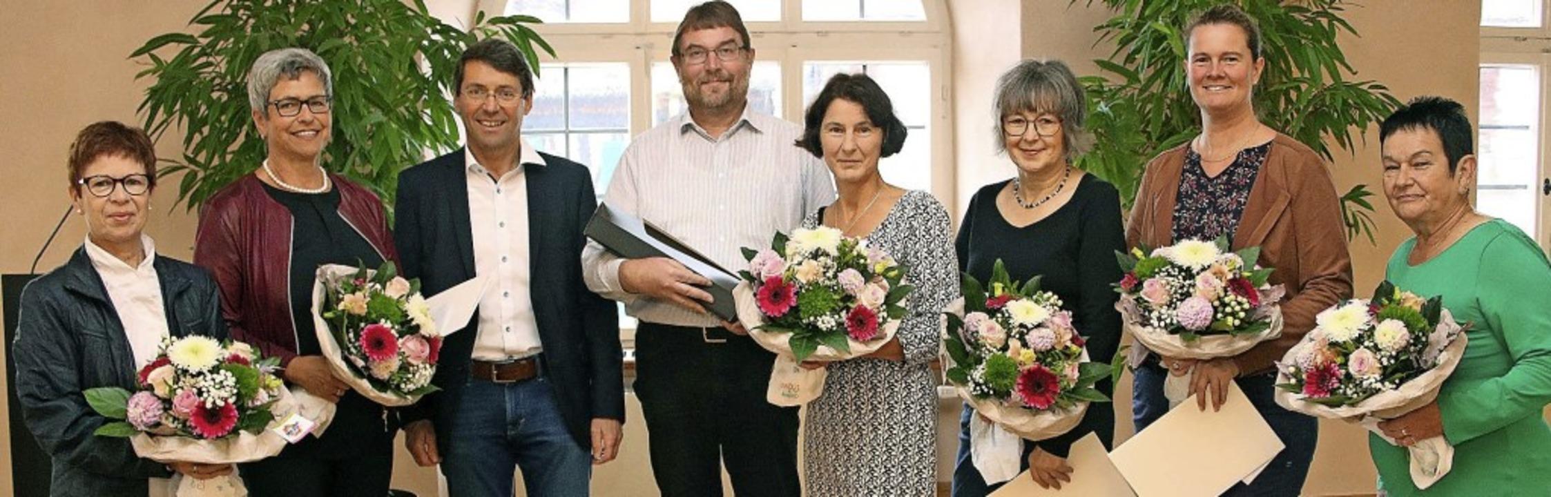 Bürgermeister Bruno Metz (Dritter von ...tephanie Scherer und Barbara Siegmund.  | Foto: Ulrike Hiller