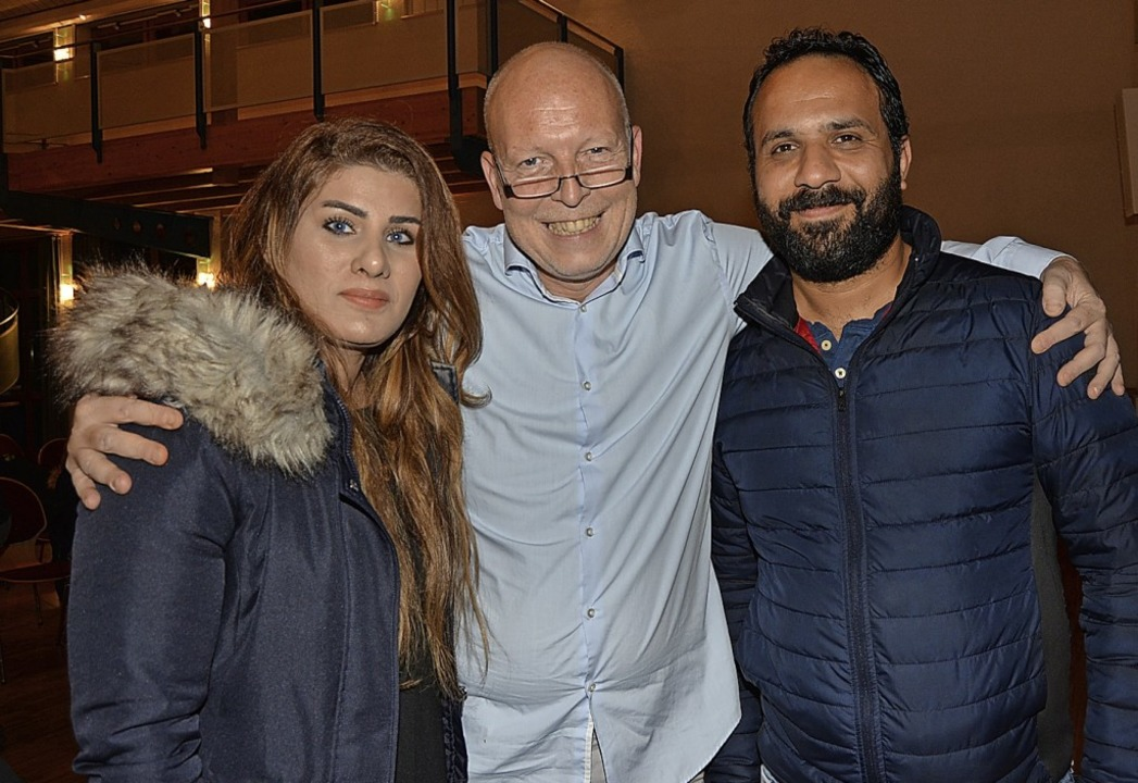 Rüdiger Lorenz (Mitte) vom Freundeskreis Asyl mit Familie Al Jaberi aus dem Irak  | Foto: Danielle Hirschberger