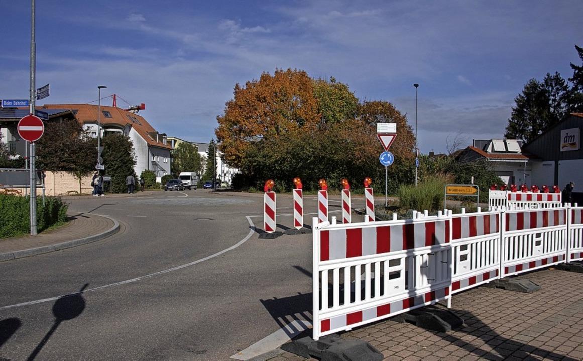 Die neue Verkehrsführung soll einen et...on Lkw über die Bahngleise verhindern.  | Foto: Volker Münch