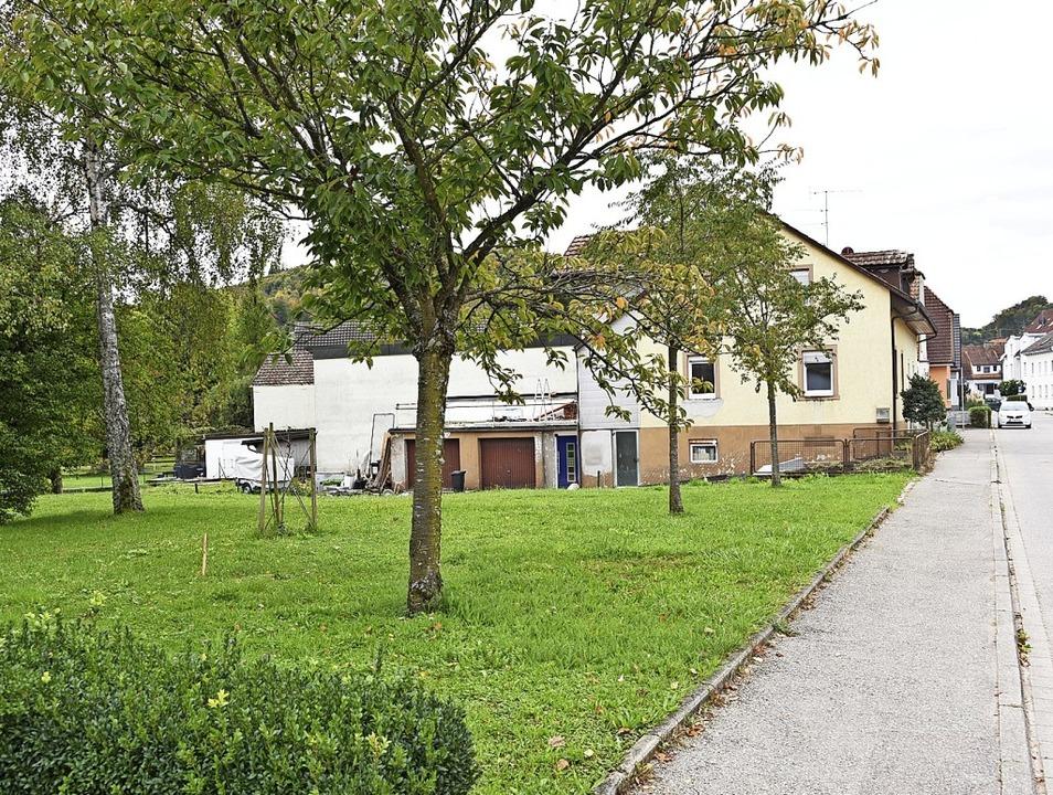 Das  Grundstück Neue Straße 28,  auf d...ngs- und Obdachlosenunterkunft  plant.  | Foto: Robert Bergmann